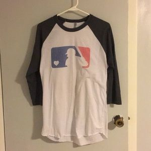 Tops - MLB logo baseball tee size M